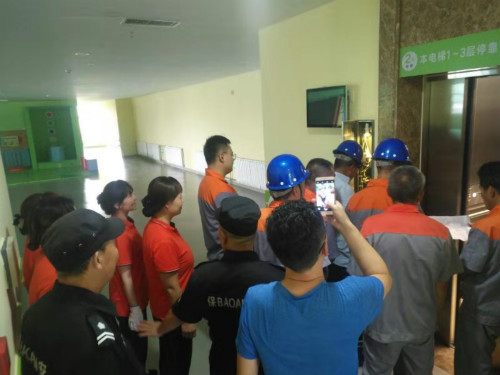 以练为战 防患未然--康复中心开展电梯应急救援演练活动(图1)